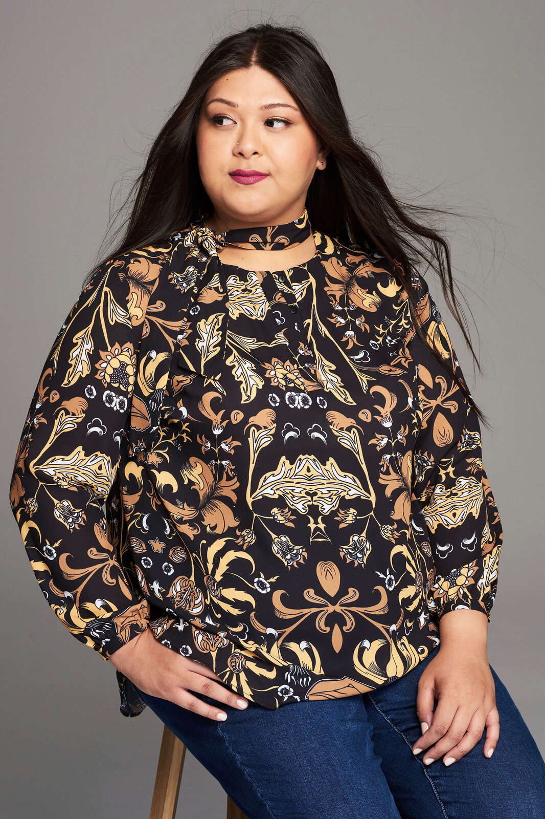 Girl With Curves Fall 2017 Print Blouse Close Up