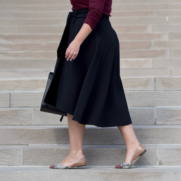 HOW TO PULL OFF SKIRTS AND DRESSES WITH FLATS Via @GirlWithCurves #tips #curvystyle #curvyfashion